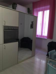 A kitchen or kitchenette at Lada CasaVacanze