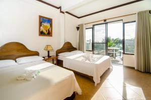 A room at Turtle Inn Resort