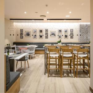 Restaurant ou autre lieu de restauration dans l'établissement Catalonia Giralda