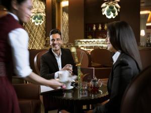 De lounge of bar bij Hili Rayhaan by Rotana