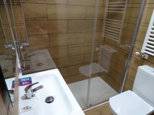 A bathroom at Urban Burgos