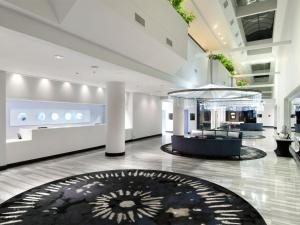 The lobby or reception area at Hilton Houston NASA Clear Lake