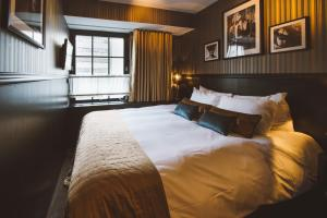 A bed or beds in a room at Hotel & Ristorante Bellora
