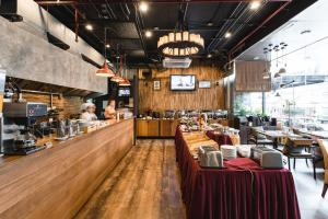 A restaurant or other place to eat at Adelphi Suites Bangkok