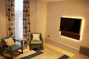 A seating area at 91 Aparthotel Jesmond Road
