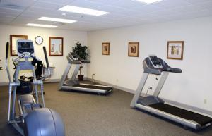 The fitness center and/or fitness facilities at Hampton Inn & Suites Murray
