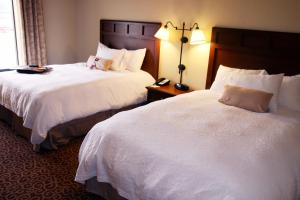 A bed or beds in a room at Hampton Inn & Suites Murray