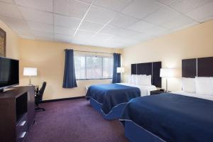 A television and/or entertainment center at Howard Johnson by Wyndham South Portland