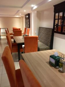 A restaurant or other place to eat at Hotel 2 Mares