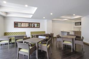 Un restaurante o sitio para comer en ZITU 106