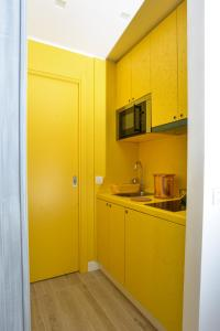 A kitchen or kitchenette at Click&Sleep