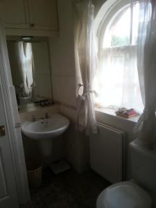 A bathroom at Rowlands Castle No 41