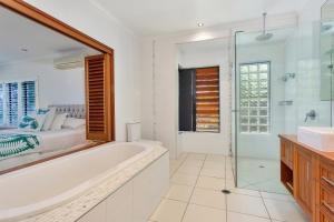 A bathroom at Seascape Luxury Beachfront House