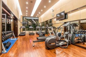 Das Fitnesscenter und/oder die Fitnesseinrichtungen in der Unterkunft CM+ Service Apartment Shenzhen Taige