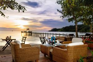 Ein Restaurant oder anderes Speiselokal in der Unterkunft The Beach Natural Resort Koh Kood