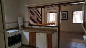 A cozinha ou cozinha compacta de Casa Perequê-Açu