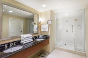 A bathroom at Wyndham Gettysburg