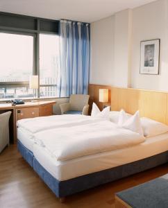 A bed or beds in a room at Hotel Baseler Hof