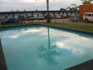 The swimming pool at or near Ship Inn Motel