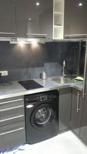 A kitchen or kitchenette at The Pearl of Marais