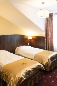 Łóżko lub łóżka w pokoju w obiekcie Hotel Kalchem