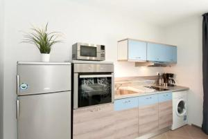 A kitchen or kitchenette at Sofia Top Lux Apartment