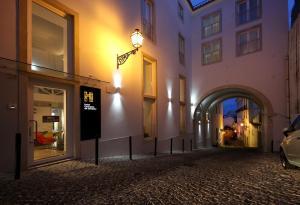 The facade or entrance of Hotel Convento do Salvador