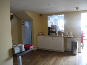 A kitchen or kitchenette at Shandon House Hotel