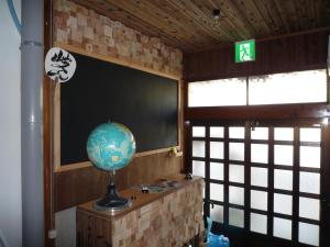 A television and/or entertainment center at Guesthouse Kiten
