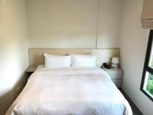 A bed or beds in a room at Changi Cove (SG Clean)