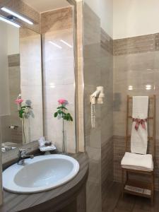 A bathroom at gia'Notte BB Salerno Centro
