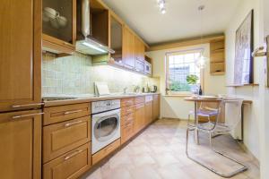 Kuchnia lub aneks kuchenny w obiekcie Classy Penthouse Apartment