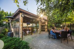 Ресторант или друго място за хранене в Къща за гости Ла Каза