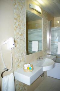 A bathroom at Hotel Astron Princess