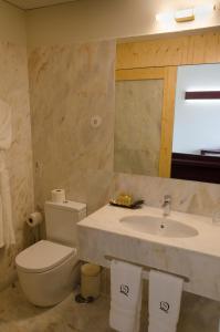 A bathroom at Quinta do Souto - Casa de Campo