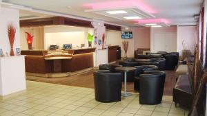 The lounge or bar area at Hôtel Alliance