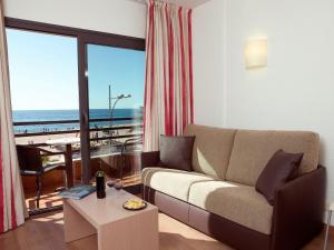 Een zitgedeelte bij Almirall Apartaments