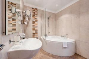 Een badkamer bij Paradise Bay Resort