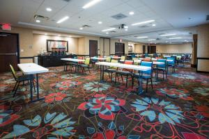 A restaurant or other place to eat at Hampton Inn & Suites Toledo/Westgate