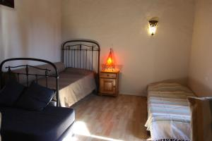 A bed or beds in a room at Le Moulin de Milan