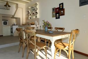 The lounge or bar area at Tsakanos Traditional Sirma