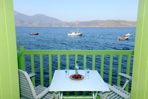 A balcony or terrace at Tsakanos Traditional Sirma