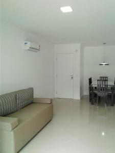 Uma área de estar em Mediterraneo Home Club