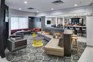 The lounge or bar area at SpringHill Suites Milford