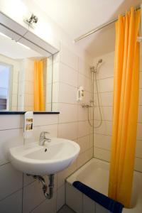 A bathroom at Hotel Transit Loft