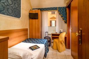 A room at Hotel Assisi