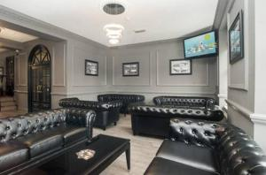 A seating area at Grand St Leger Hotel