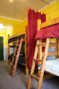 Un ou plusieurs lits superposés dans un hébergement de l'établissement Venice Beach Hostel