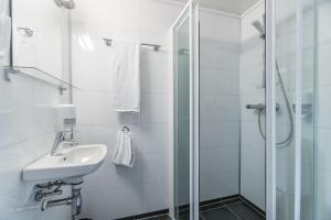 A bathroom at Almaas Hotell Stord AS