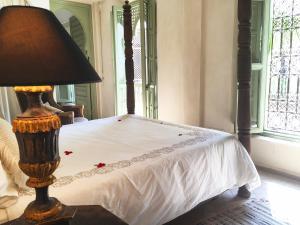 Un ou plusieurs lits dans un hébergement de l'établissement Riad Palacio De Las Especias
